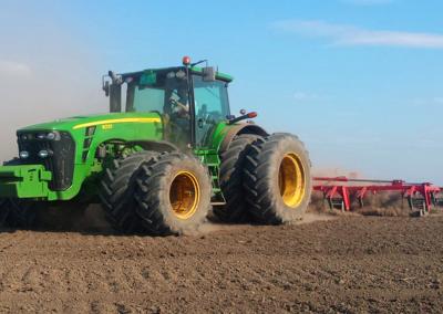 Beta Corn obrada zemlje traktori